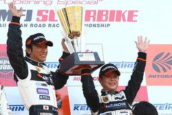 GT300 podium: class winners Mitsuhiro Kinoshita and Masami Kageyama
