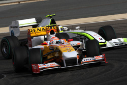 Nelson A. Piquet, Renault F1 Team leads Rubens Barrichello, Brawn GP
