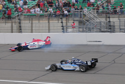 Vitor Meira, A.J. Foyt Enterprises hits the wall