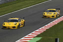 #92 JMW Motorsport Ferrari F430 GT: Robert Bell, Gianmaria Bruni; #81 Easyrace Ferrari F430 GT: Maurice Basso, Roberto Plati, Gianpaolo Tenchini