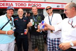 Trainer Huub Stevens, Teamchef Franz Toast, Aksel Lund Svindal, Marco Buechel und Burghard Hummel