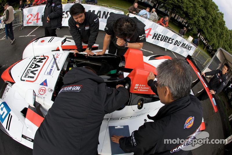 #5 Navi Team Goh Porsche RS Spyder at scrutineering