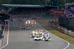 Start: #8 Team Peugeot Total Peugeot 908: Stéphane Sarrazin, Franck Montagny, Sébastien Bourdais and #1 Audi Sport Team Joest Audi R15 TDI: Allan McNish, Rinaldo Capello, Tom Kristensen battle for the lead