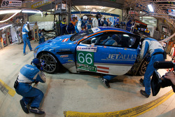 Pit stop for #66 Jetalliance Racing Aston Martin DBR9: Alex Müller, Lukas Lichtner-Hoyer, Thomas Gruber
