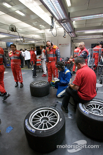 Dr. Wolfgang Ullrich inspects tires after a pit stop