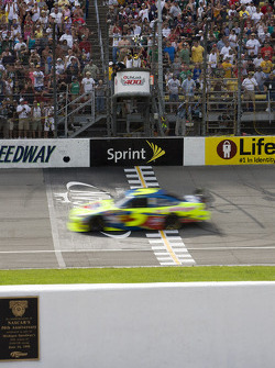 Mark Martin, Hendrick Motorsports Chevrolet, takes the checkered flag