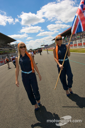 The charming Aston Martin girls walk to starting grid