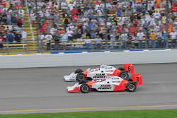 Helio Castroneves and Ryan Briscoe, Team Penske start the race