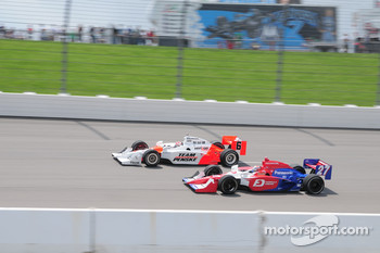 Ryan Briscoe, Team Penske and Hideki Mutoh, Andretti Green running together