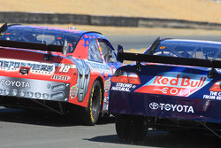 Kyle Busch, Joe Gibbs Racing Toyota, Brian Vickers, Red Bull Racing Team Toyota