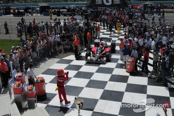 Victory lane: race winner Justin Wilson, Dale Coyne Racing