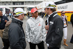 Rubens Barrichello, Brawn GP, Lewis Hamilton, McLaren Mercedes, Jenson Button, Brawn GP