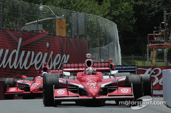 Scott Dixon, Target Chip Ganassi Racing leads Dario Franchitti, Target Chip Ganassi Racing and Mario Moraes, KV Racing Technology