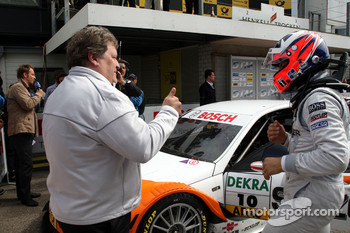Norbert Haug, Sporting Director Mercedes-Benz giving thumbs up to winner Gary Paffett, Team HWA AMG Mercedes C-Klasse