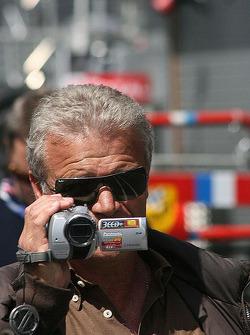Daniel Ricciardo's father