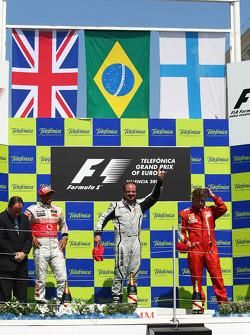 Podium: race winner Rubens Barrichello, BrawnGP, second place Lewis Hamilton, McLaren Mercedes, third place Kimi Raikkonen, Scuderia Ferrari