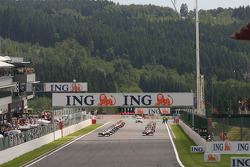 Start of the race with Giancarlo Fisichella, Force India F1 Team, Jarno Trulli, Toyota F1 Team, Nick Heidfeld, BMW Sauber F1 Team
