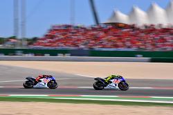 Valentino Rossi, Fiat Yamaha Team leads Jorge Lorenzo, Fiat Yamaha Team