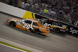 Joey Logano, Joe Gibbs Racing Toyota, Brad Keselowski, Phoenix Racing Dodge