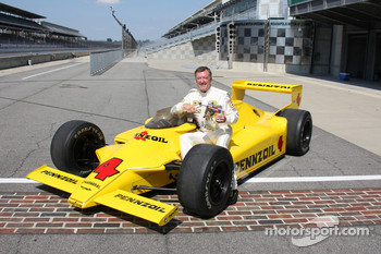 Johnny Rutherford won the 1980 Indianapolis 500 at an average speed of 142.862 mph in the famous Chaparral