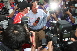 Pole winner Scott Dixon, Chip Ganassi Racing gives interviews