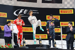 Podium: Sieger Nico Rosberg, Mercedes AMG F1 Team, second place Sebastian Vettel, Ferrari, third place Daniil Kvyat, Red Bull Racing