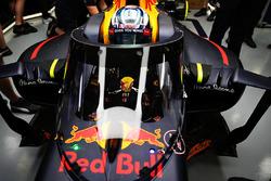 Daniel Ricciardo, Red Bull Racing RB12 with the Aero Screen
