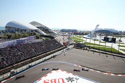 Valtteri Bottas, Williams FW38, vor Kimi Räikkönen, Ferrari SF16-H
