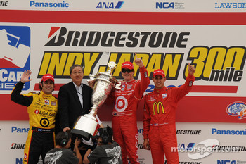 Podium: race winner Scott Dixon, Chip Ganassi Racing, second place Dario Franchitti, Chip Ganassi Racing, third place Graham Rahal, Newman/Haas/Lanigan Racing