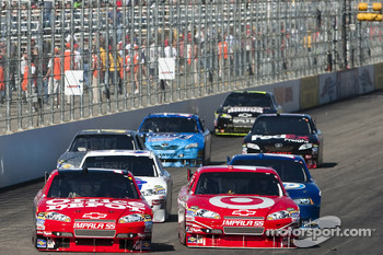 Tony Stewart, Stewart-Haas Racing Chevrolet and Juan Pablo Montoya, Earnhardt Ganassi Racing Chevrolet battle for the lead