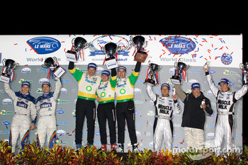 P2 podium: class winners Butch Leitzinger, Marino Franchitti and Ben Devlin, second place Adrian Fernandez and Luis Diaz, third place Greg Pickett, Klaus Graf and Sascha Maassen