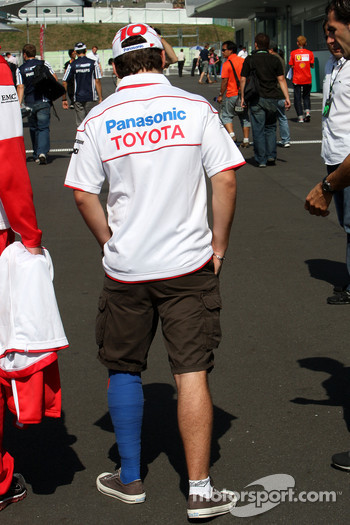 Timo Glock, Toyota F1 Team, with his leg bandaged after his crash in qualifying