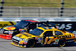 Matt Kenseth, Roush Fenway Racing Ford, Martin Truex Jr., Earnhardt Ganassi Racing Chevrolet