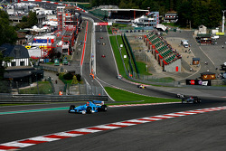 1st lap in the up-hill at Eau Rouge; leading, #2 Marijn Van Kalmthout F1 Benetton B197