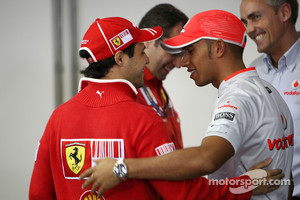Massa and Hamilton during the 2009 Brazilian GP