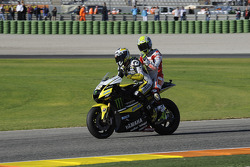 James Toseland, Monster Yamaha Tech 3 gives a ride to Toni Elias, San Carlo Honda Gresini