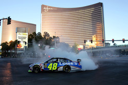 Top 12 victory lap parade: Jimmie Johnson, Hendrick Motorsports Chevrolet celebrates with burnouts