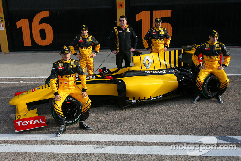 Robert Kubica, Renault F1 Team, Jerome D'Ambrosio, Test Driver, Renault F1 Team, Vitaly Petrov, Test Driver, Renault F1 Team, Ho-Pin Tung, Test Driver, Renault F1 Team and Eric Boullier, Team Principal, Renault F1 Team