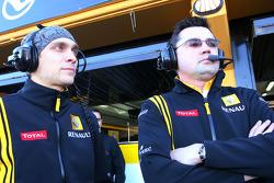 Vitaly Petrov, Renault F1 Team and Eric Boullier, Team Principal, Renault F1 Team