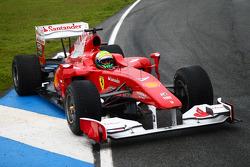 Felipe Massa, Scuderia Ferrari stopped on the track