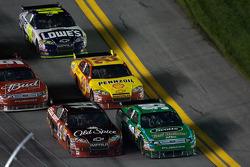 Carl Edwards, Roush Fenway Racing Ford and Tony Stewart, Stewart-Haas Racing Chevrolet battle