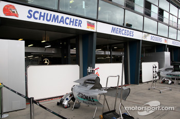 Race preparations, the garage of Michael Schumacher, Mercedes GP