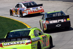 Kyle Busch, Joe Gibbs Racing Toyota, Dale Earnhardt Jr., Hendrick Motorsports Chevrolet, Paul Menard, Richard Petty Motorsports Ford