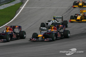 Sebastian Vettel, Red Bull Racing and Mark Webber, Red Bull Racing lead the start of the race
