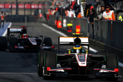 Bruno Senna, Hispania Racing F1 Team leads Karun Chandhok, Hispania Racing F1 Team