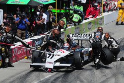 Alex Tagliani, FAZZT Racing makes a pitstop