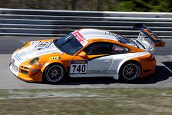 Porsche 911 GT3 R Hybrid April test