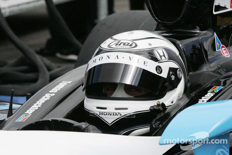 Tomas Scheckter, Dreyer & Reinbold Racing waits to qualify