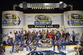 Victory lane: race winner Kurt Busch, Penske Racing Dodge