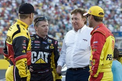 Clint Bowyer, Richard Childress Racing Chevrolet, Jeff Burton, Richard Childress Racing Chevrolet, Kevin Harvick, Richard Childress Racing Chevrolet